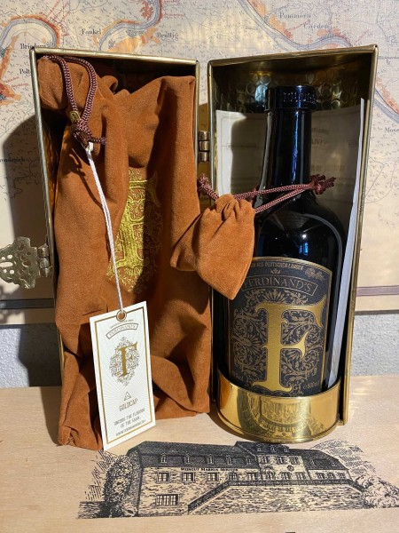 """Saar Dry Gin """"GOLDCAP"""" Edition 2018 in Messingschatulle 49° - 50cl"""